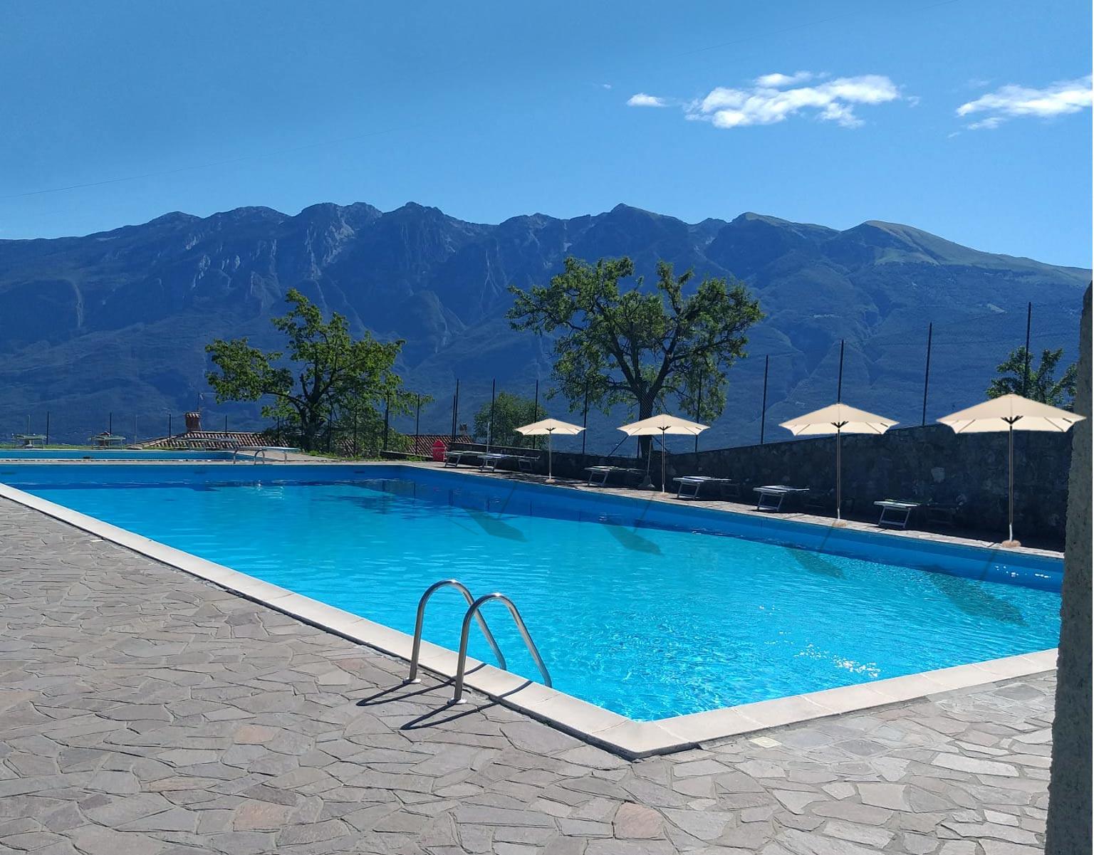 piscina appartamenti vacanza tignale
